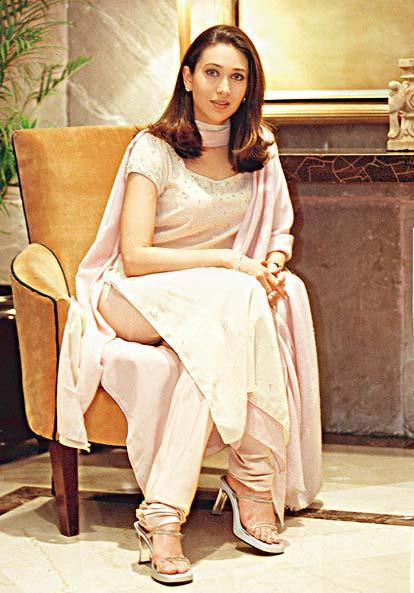 Karishma Kapoor Simple Look Photo Shoot