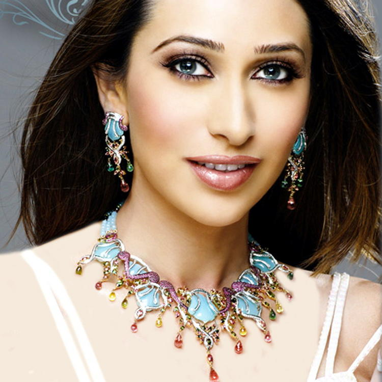 Karishma Kapoor Photos and Wallpaper | Memsaab.com
