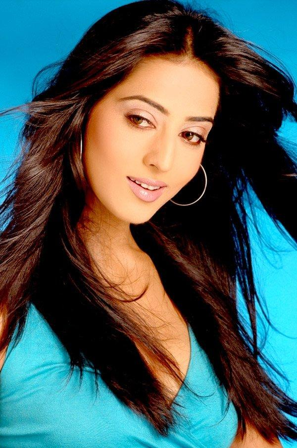 Mahie Gill Gorgeous Wallpaper