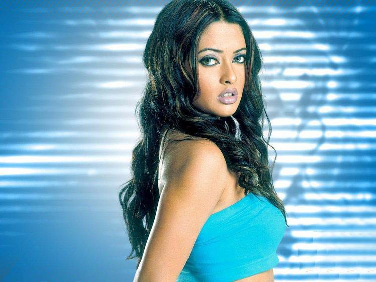 Riya Sen cute hot look