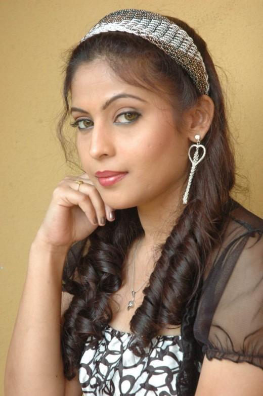 Telugu Heroine Saira Banu Hair Style Pic