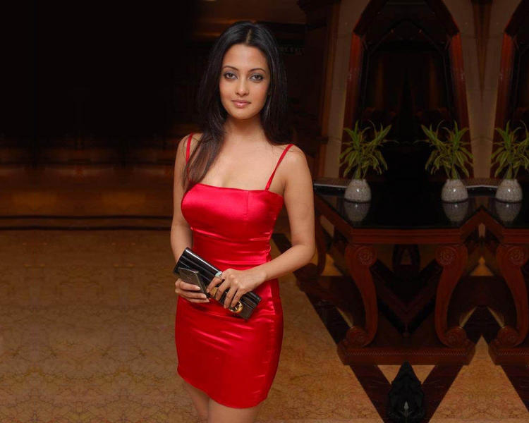 Riya Sen red hot pics