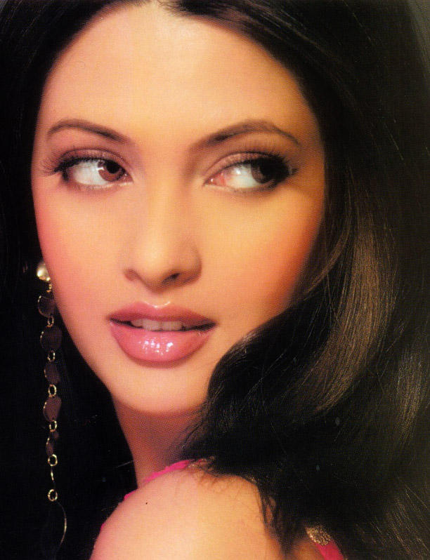 Riya Sen Glazing eyes look