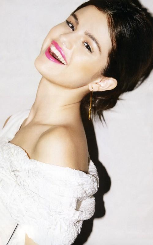 Selena Gomez Smilling Face Pic