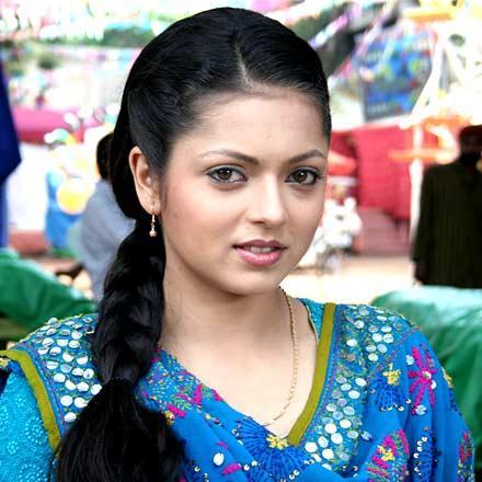 Drashti Dhami with cute smile