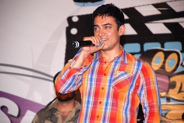 Aamir Khan Mike Still