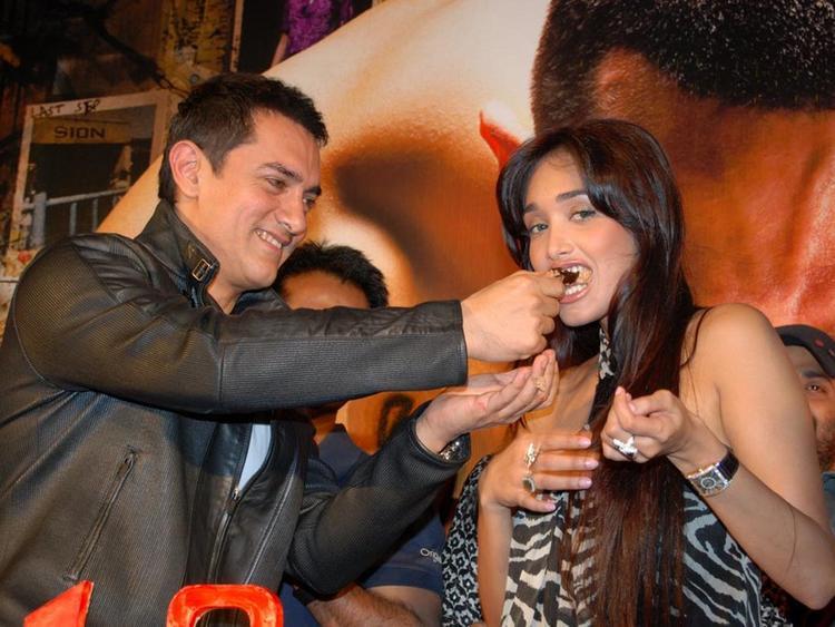 Jiah Khan with Aamir Khan Pic