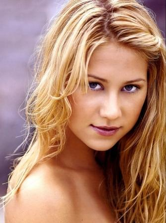 Charming Tennis Star Anna Kournikova Wallpaper