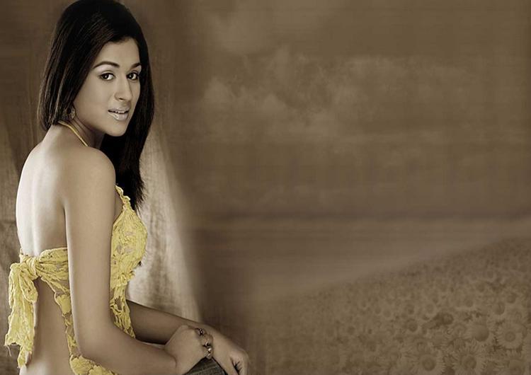 Shraddha Das Back Bare Dress Wallpaper