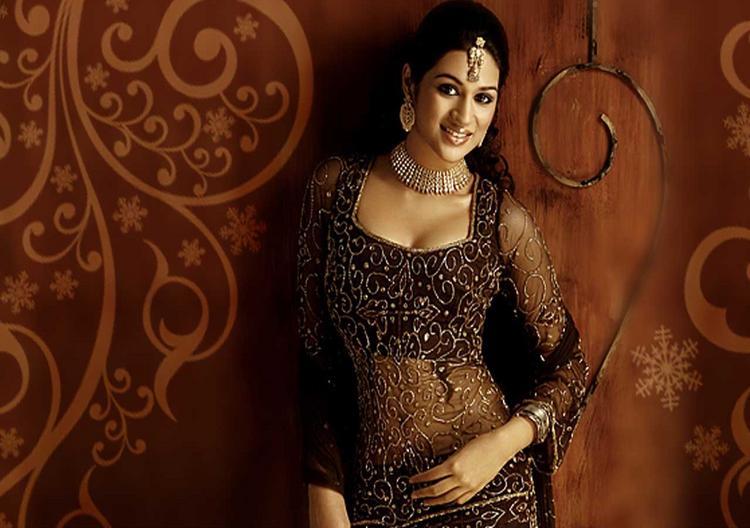 Shraddha Das Beautiful Dress Wallpaper