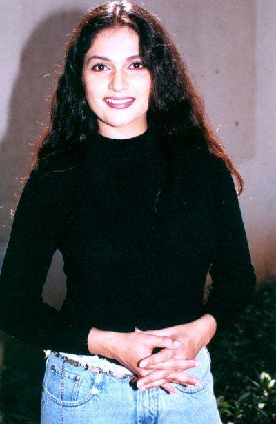 Gracy Singh Sweet Smile With Tight Jeans