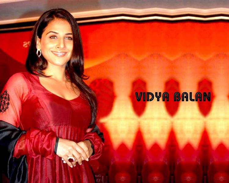 Bollywood Hot Actress Vidya Balan Pics