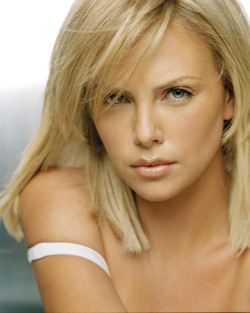 Charlize Theron Hot Face Look Pic