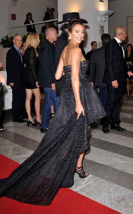 Jessica Alba Amazing Dress Still