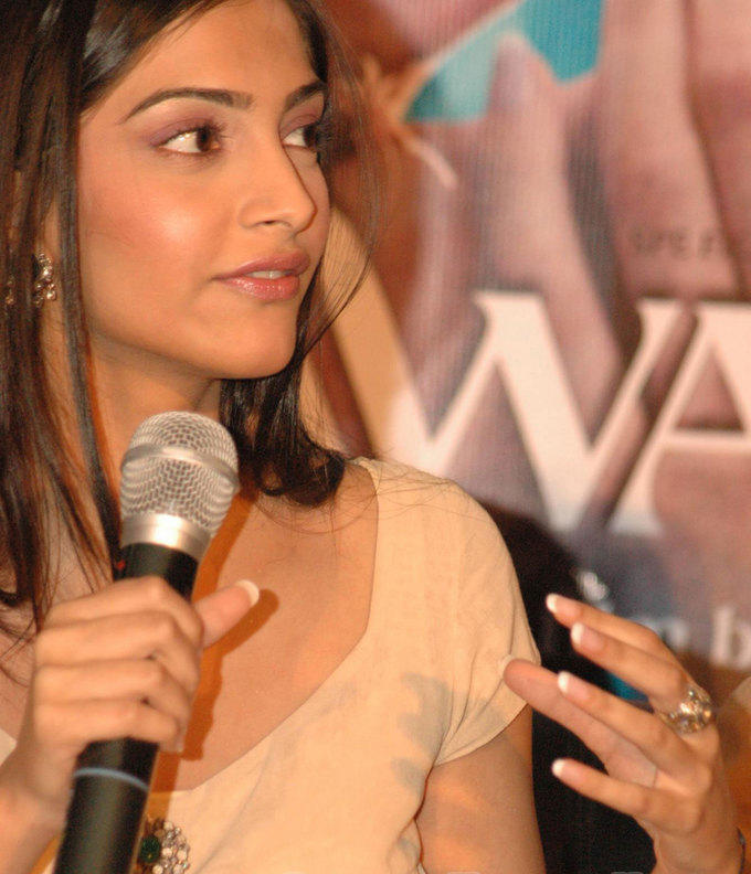 Sonam Kapoor Side Face Still
