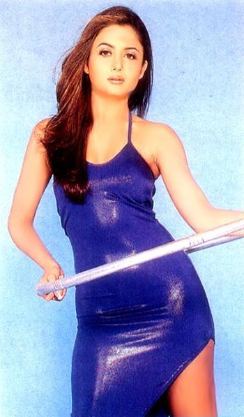 Amrita Arora blue hot wallpaper