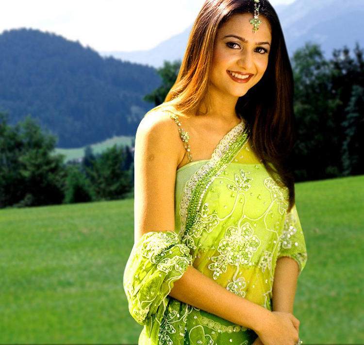 Amrita Arora Looking Beautiful in saree
