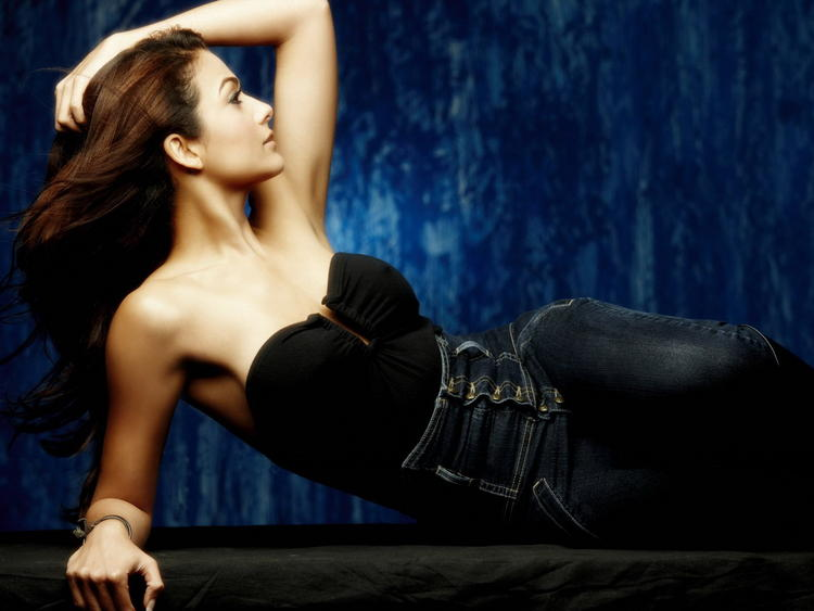 Sexy and Spicy Amrita Arora wallpaper