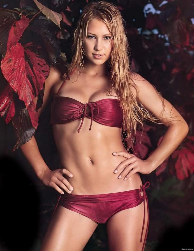 Anna Kournikova in Bikini Hot Navel Show Wallpaper