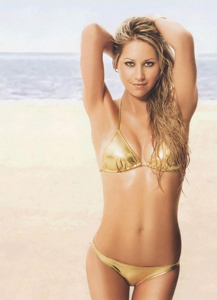 Anna Kournikova Hot Picture On The Beach
