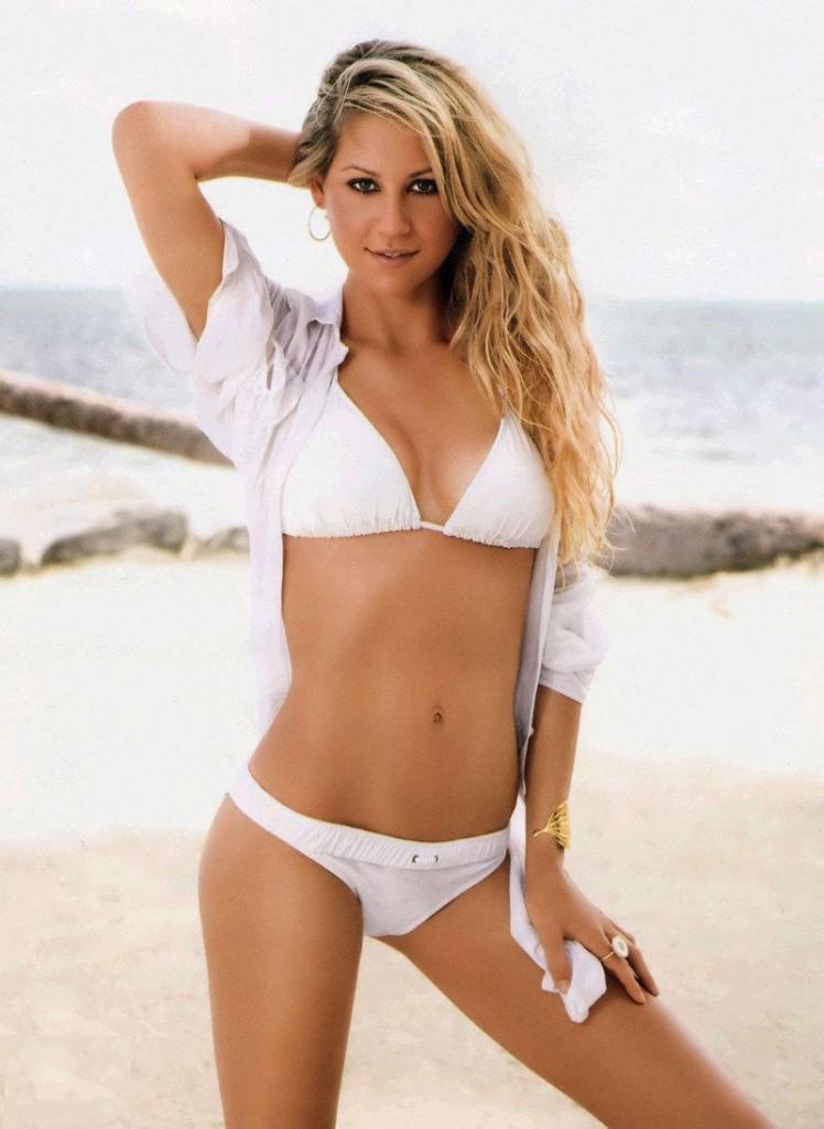 Anna Kournikova in Swimsuit Pic