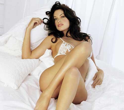 Kim Smith Sexy Legs Photo Shoot