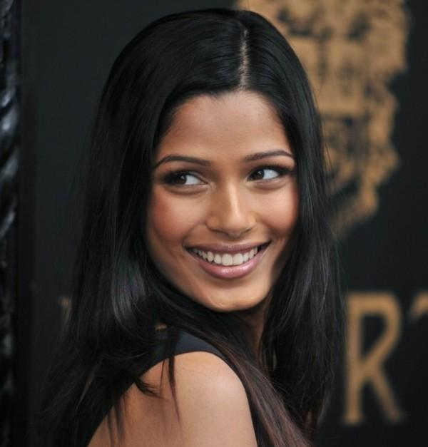 Actress Freida Pinto Beauty Smile Pic