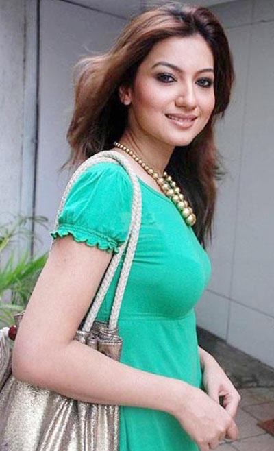 Hot Gauhar Khan Sweet Smile Images