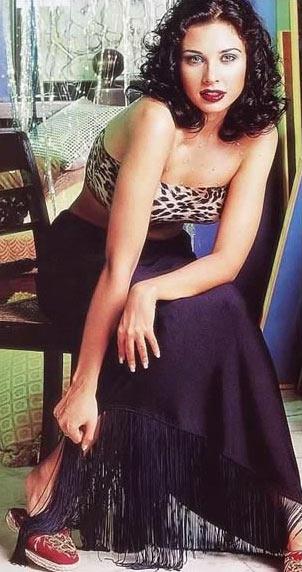 Lisa Ray Hot and Sexy Pose Wallpaper