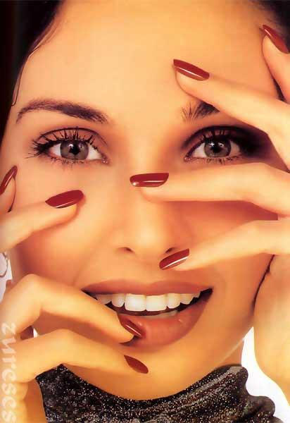 Lisa Ray Sexy Face Show Wallpaper