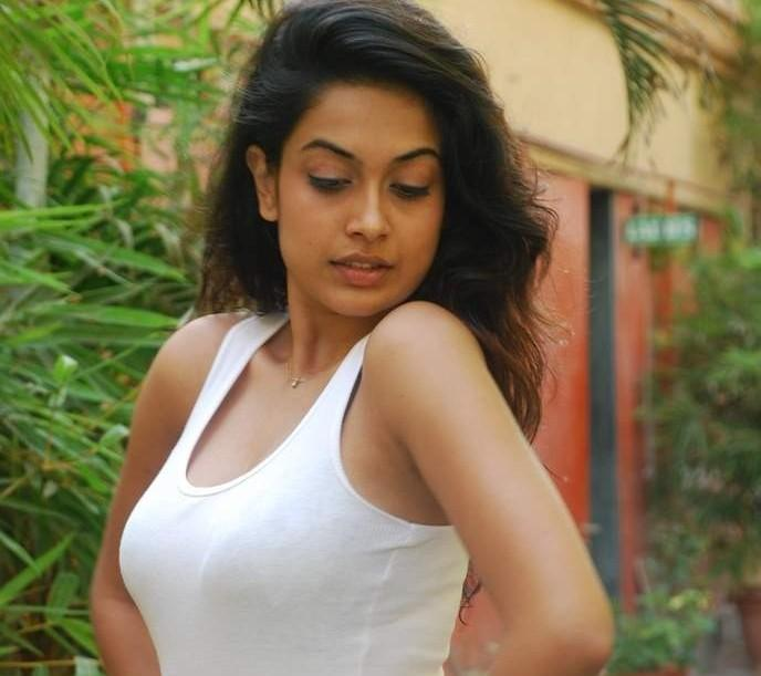 Sarah Jane Dias Sizzling Photo Shoot