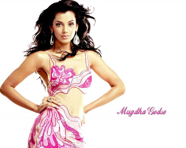 Mugdha Godse Hot Sexy Navel Pose Wallpaper