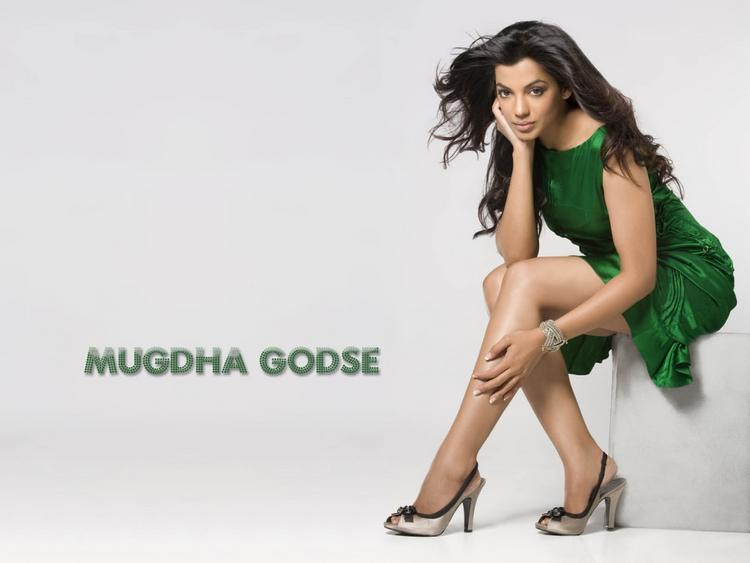 Mugdha Godse Green Color Dress Glorious Wallpaper