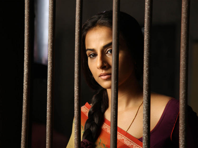 Vidya Balan Hot Look Wallpaper
