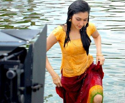 Actress Tamannas Hot Picture From Padikathavan Loction