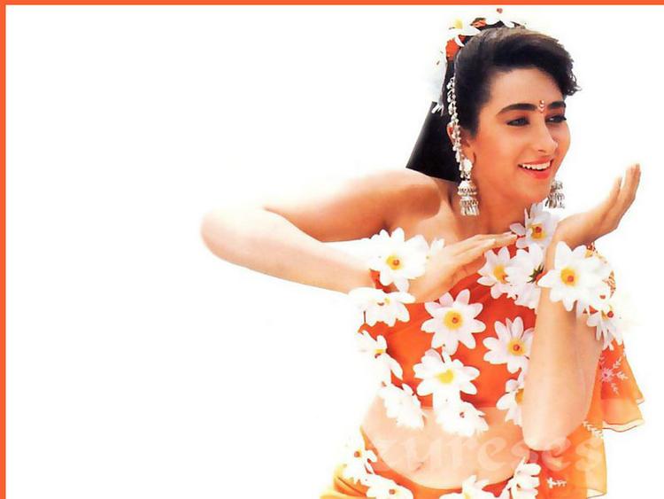 Karishma Kapoor Hot Dres Cute Wallpaper