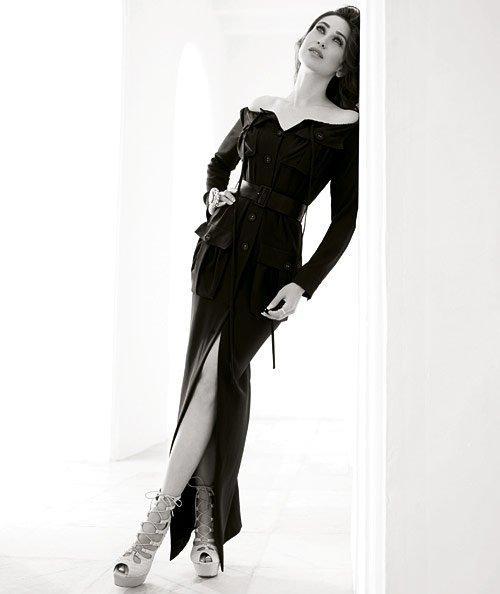 Karishma Kapoor Black Hot Dress Wallpaper