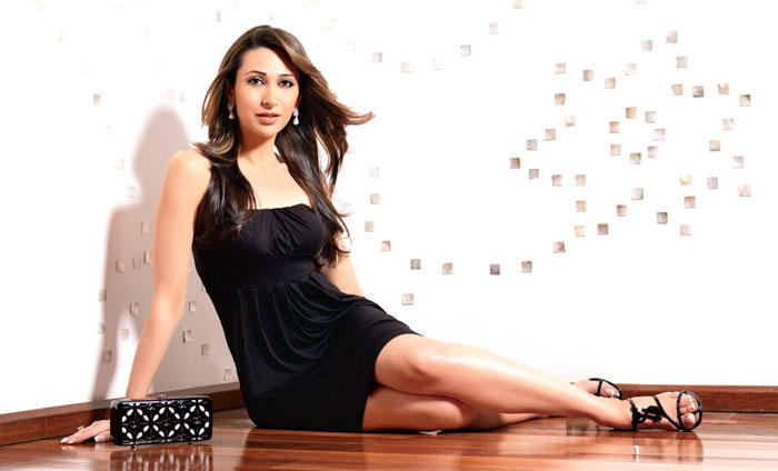 Karishma Kapoor Sexy Exposing Things Wallpaper