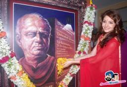 Anushka Sharma in Red Saree Wallpaper