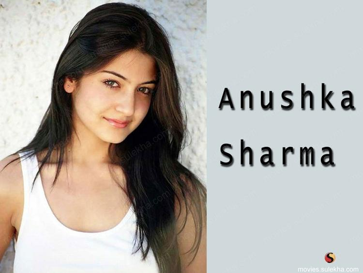 Anushka Sharma Sexy Look Wallpaper