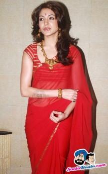 Cute Anushka Sharma Red Saree Wallpaper
