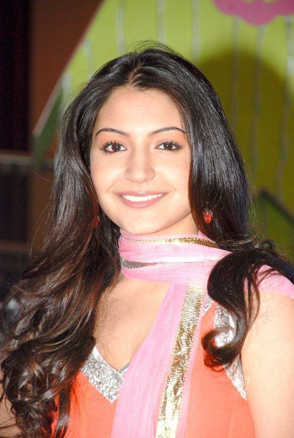 Anushka Sharma Looking Very Gorgeous