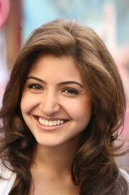 Anushka Sharma Sexy Smile Wallpaper