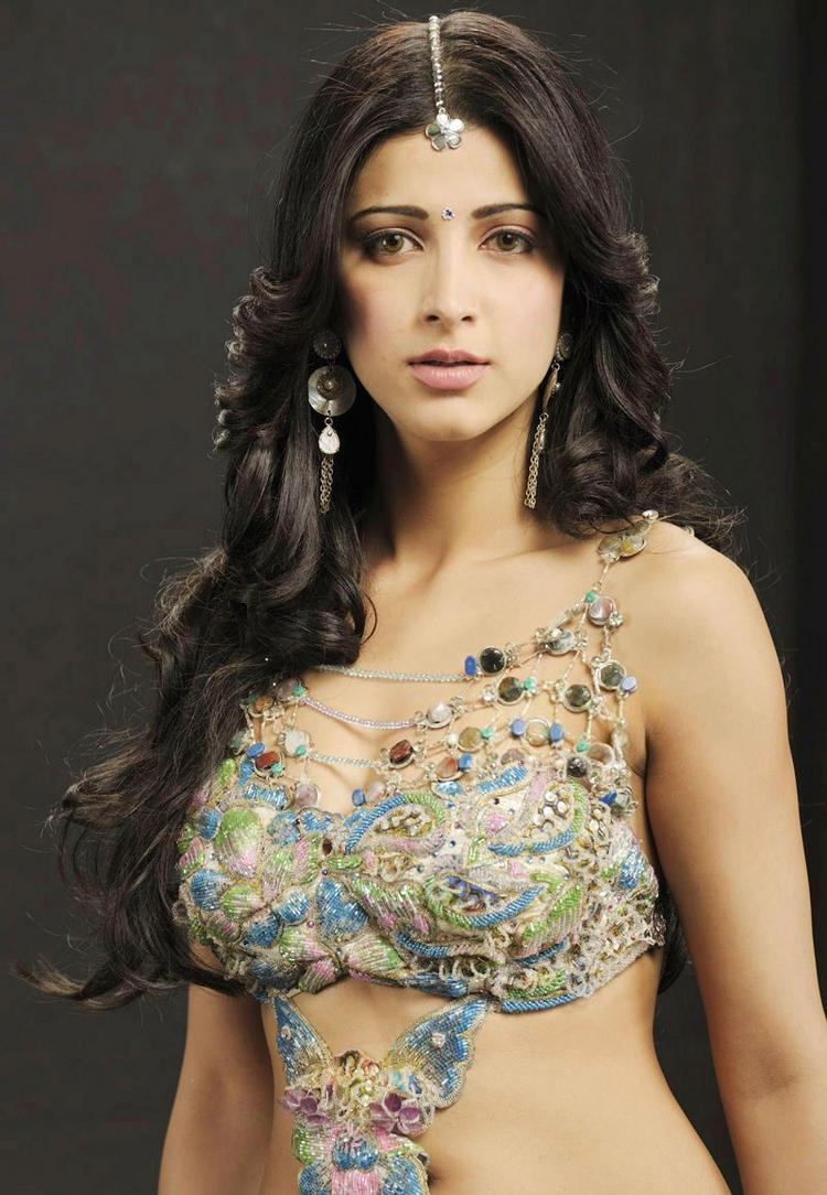 Shruti Hassan Sizzling Hot Sexy Look