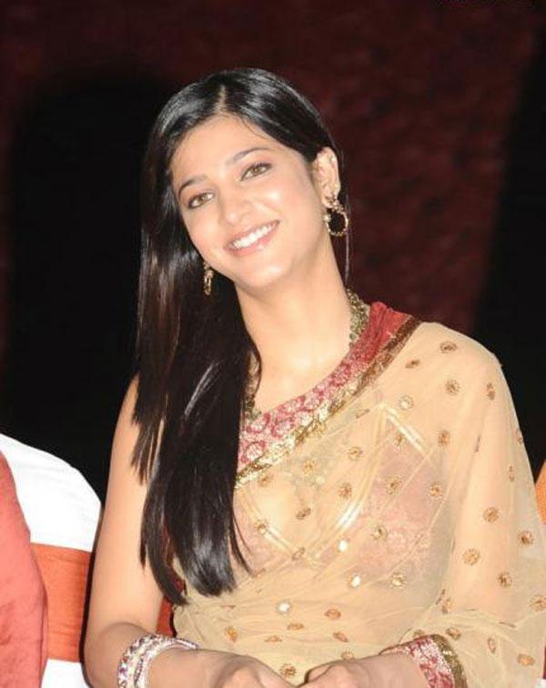 Shruti Hassan Gorgeous Smile Pic