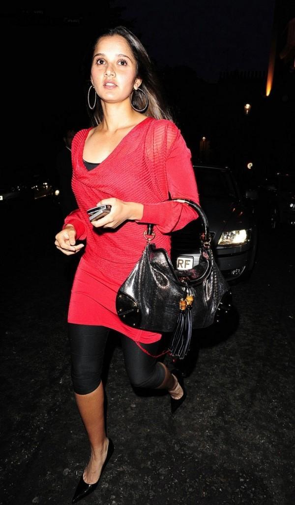 Sania Mirza Red Dress Running Still