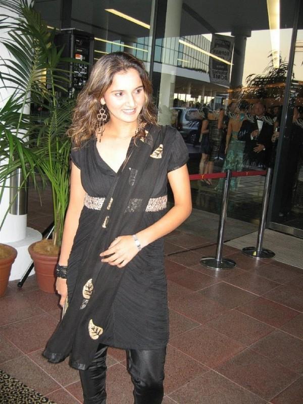 Beautiful Sania Mirza Black Salwar Suit Still