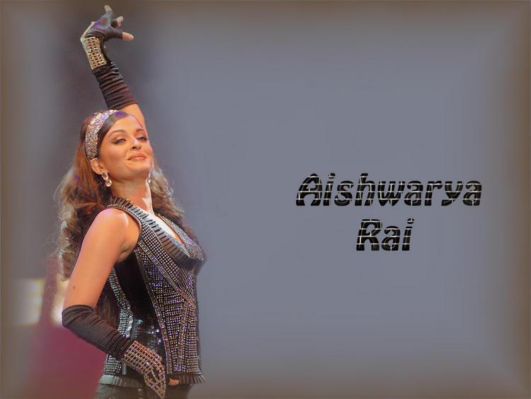 Aishwarya Rai Bachchan Hot Dancing Pose Wallpaper