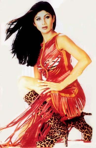 Shilpa Shetty Hot Stylist Pose Wallpaper