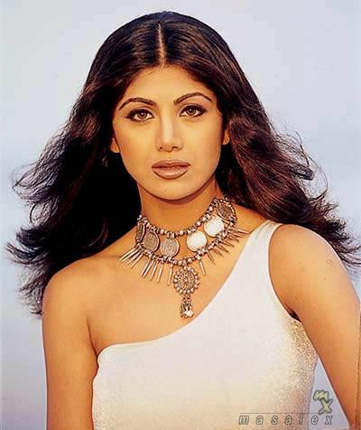 Shilpa Shetty Hot Romantic Look Wallpaper